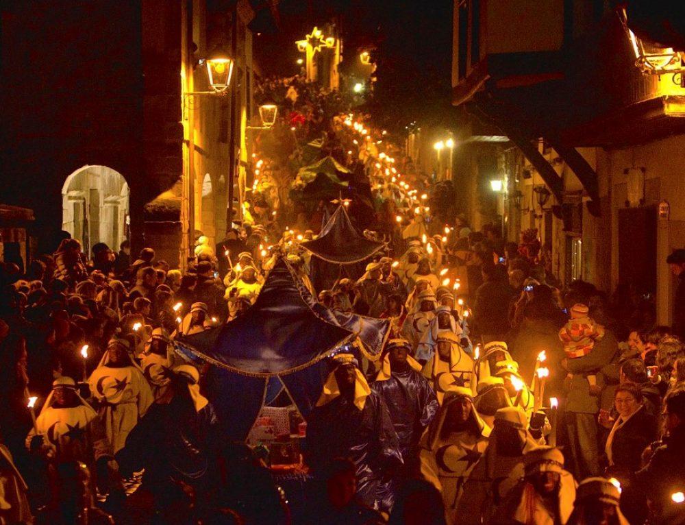 """Santillana del Mar ultima los preparativos para celebrar la """"Mejor Cabalgata de Reyes de España"""""""