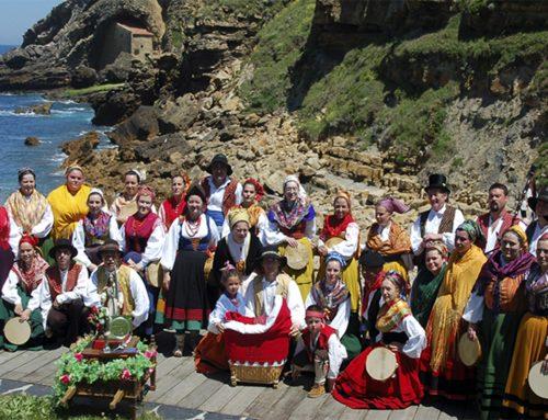 """El folclore cántabro del grupo de danzas de Ubiarco, protagonista de """"Santillana al aire"""" este fin de semana."""