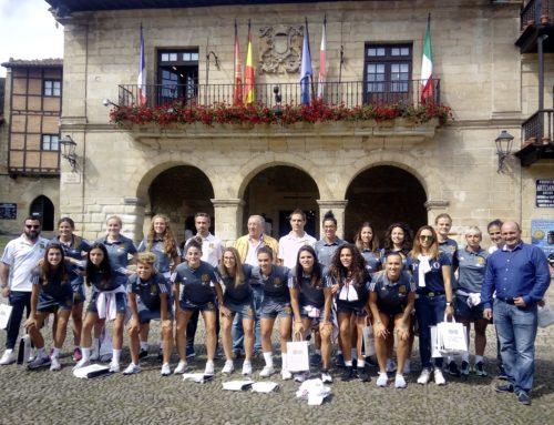 La corporación municipal de Santillana del Mar recibe a la selección española femenina de fútbol.