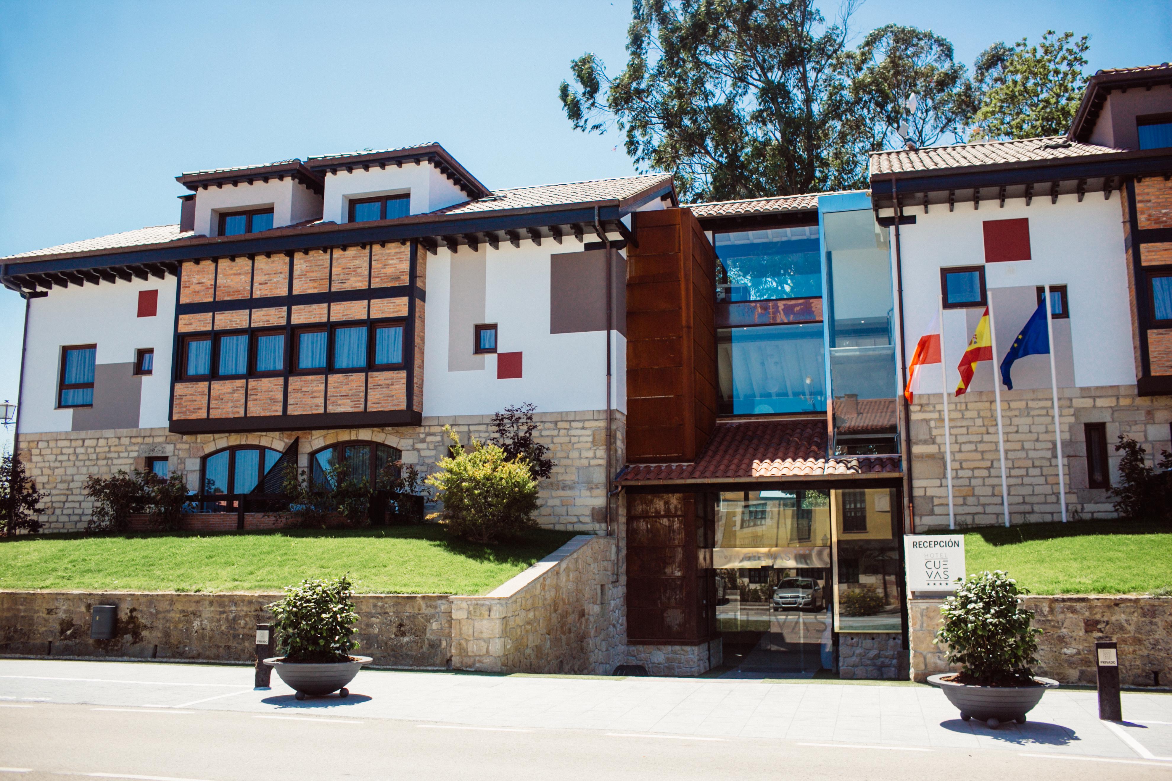 Hotel Cuevas Santillana del Mar_01