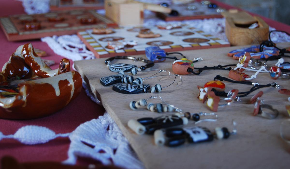 exposición de ceramica y artesanía